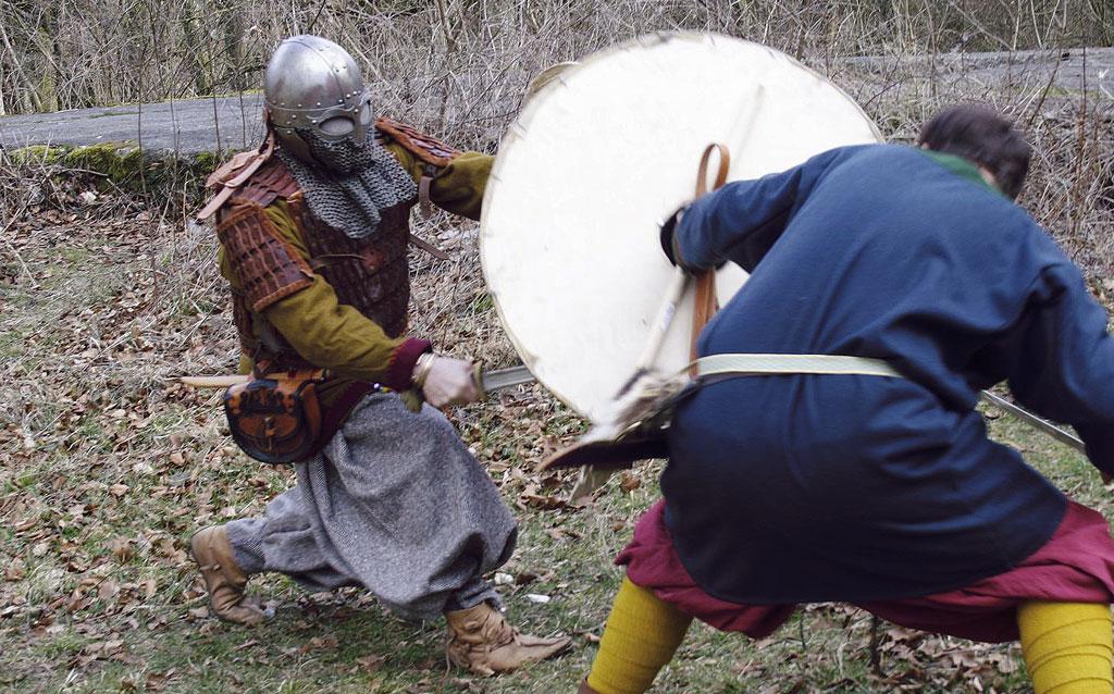 Schwertkampf, Schwert, Schild, Wikingerhelm